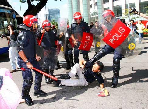 jeffooi02-police-brutality.jpg
